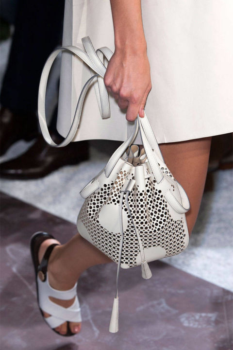 54bc2e1f0ffa4_-_rends-2014-accessories-bucket-bags-06-tods-clp-rs15-4947-lg