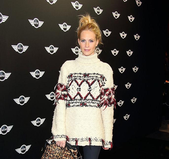 holiday-sweater-poppy-delevingne