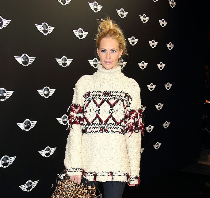holiday-sweater-poppy-delevingne