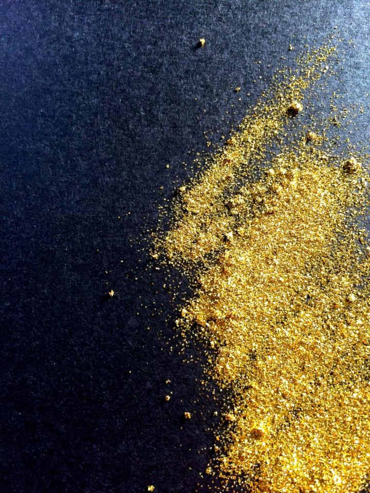 NYE-look-black-gold-glitter