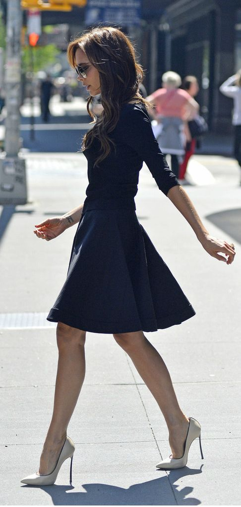 victoria-beckham-stilettos-skirt-dress-classic-pumps