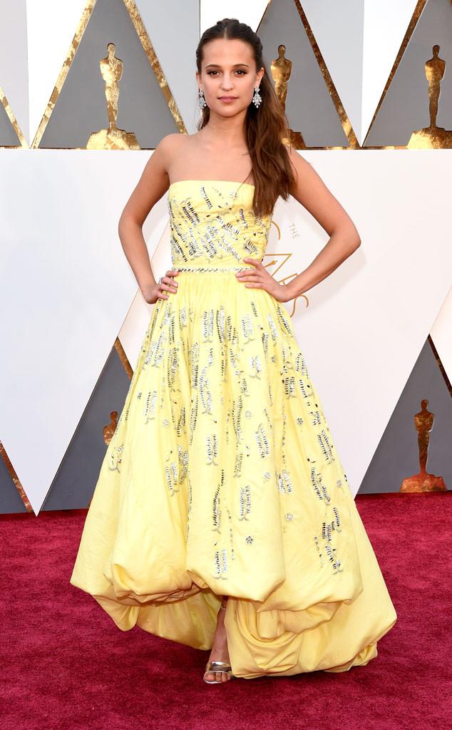 red-carpet-arrivals-Academy-Awards-Oscars-alicia-vikander-2016-winner-louis-vuitton