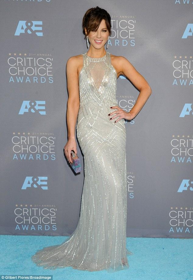 red-carpet-arrivals-Kate-Beckinsale-Critics-Choice-Awards-2016-Monique-Lhuillier