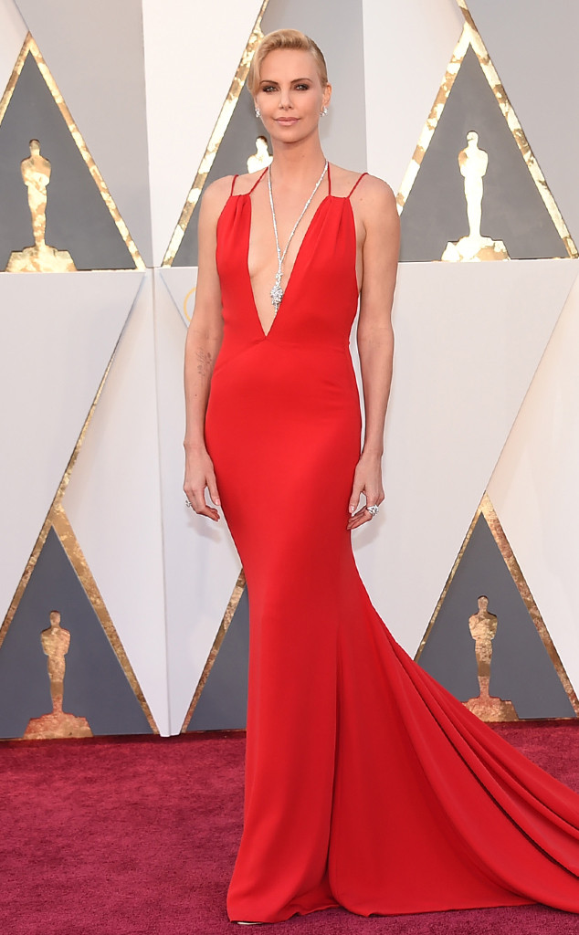 red-carpet-arrivals-theron-charlize-2016-oscars-academy-awards-dior