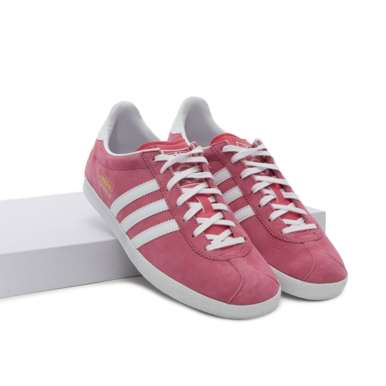 IKKS-Eternal-Optimist-SS16-Trend-InStyle_Adidas-Gazelle-Pink-Sneakers