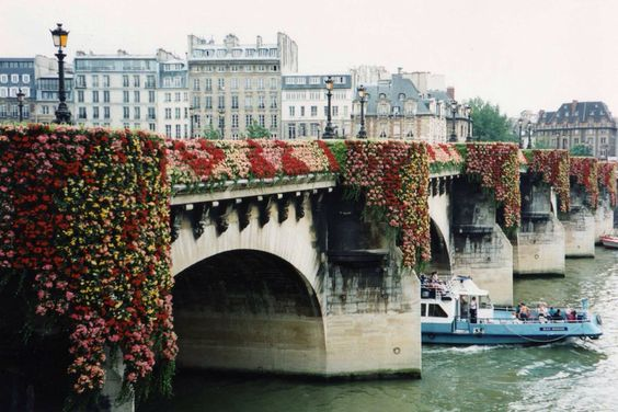 Kenzo-Pont-Neuf-Bridge-Paris-1994-Flowers-Fleurs-Decoration