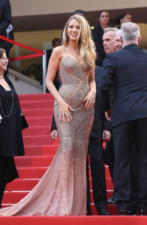 Blake-Lively-Atelier-Versace-Christian-Louboutin-Lorraine-Schwartz-Red-Carpet-Festival-de-Cannes-2016-Best-Dressed-Tapis-Rouge-Montée-des-Marches-Vogue
