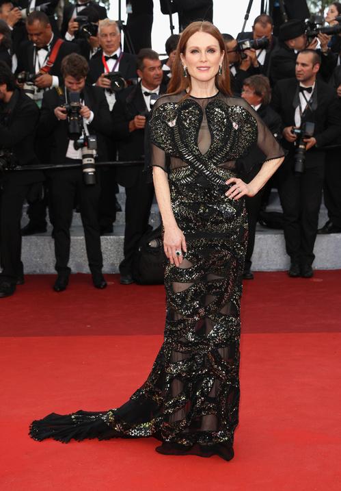 Julianne-Moore-Givenchy-Chopard-Red-Carpet-Festival-de-Cannes-2016-Best-Dressed-Tapis-Rouge-Montée-des-Marches-Vogue