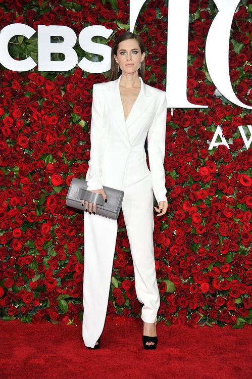 Tony-Awards-2016-Red-Carpet-Arrivals-E!Online-Top-10-Best-Dressed-Allison-Williams-Peter-Pan-white-ensemble-Vogue-DKNY