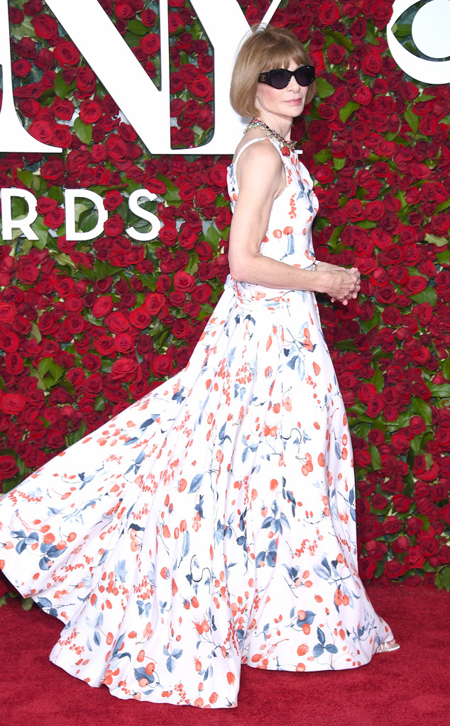 Tony-Awards-2016-Red-Carpet-Arrivals-E!Online-Top-10-Best-Dressed-Anna-Wintour-Schiaparelli-Haute-Couture-gown-flower