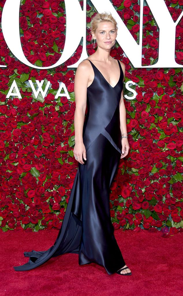 Tony-Awards-2016-Red-Carpet-Arrivals-E!Online-Top-10-Best-Dressed-Claire-Danes-Satin-Navy-gown-scoop-neckline-Narciso-Rodriguez-Eva-Fehren-Bijoux-Jewels