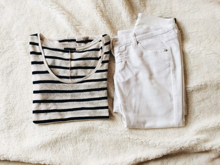 what-to-pack-for-a-couple-days-knokke-belgian-coast-marinière-striped-tee-white-jeans