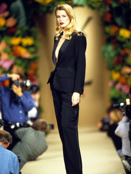 tailleur-claudia-schiffer-smoking-10-Things-You-Didn't-Did-not-know-about-YSL-Yves-Saint-Laurent-tuxedo