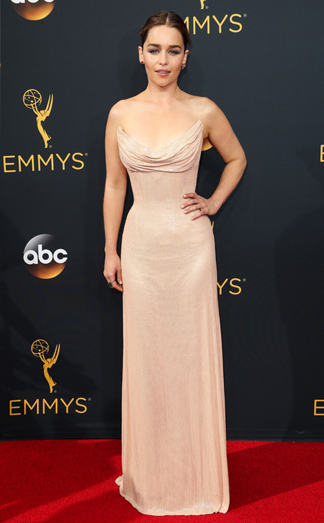 emmys-2016-red-carpet-arrivals-tapis-rouge-awards-my-top-10-20-emilia-clarke-atelier-versace