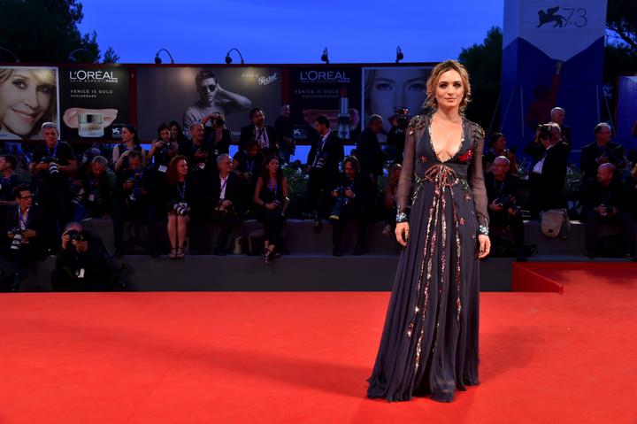 mostra-venise-festival-2016-cinema-elle-italy-look-red-carpet-jewels-bijoux-dress-carolina-crescentini-gucci-best-dressed-my-top-20