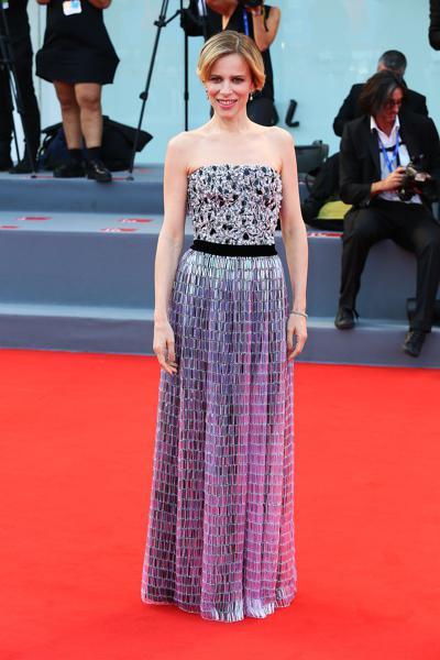mostra-venise-festival-2016-cinema-elle-italy-look-red-carpet-jewels-bijoux-dress-sonia-bergamasco-giorgio-armani-prive-best-dressed-my-top-20