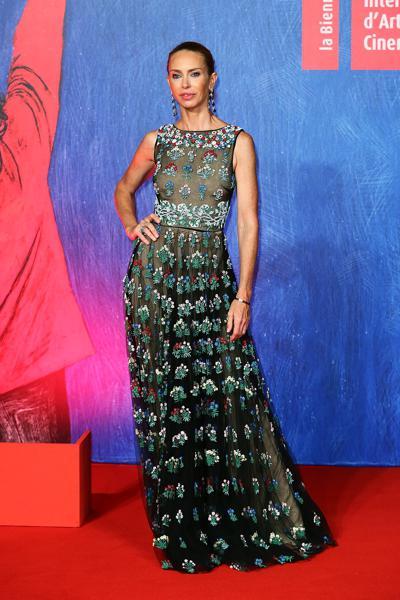mostra-venise-festival-2016-cinema-elle-italy-look-red-carpet-jewels-bijoux-dress-yvonne-scio-valentino-best-dressed-my-top-20