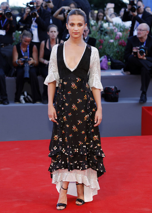mostra-venise-festival-2016-cinema-vogue-look-red-carpet-jewels-bijoux-dress-alicia-vikander-louis-vuitton-bulgari-best-dressed-my-top-20