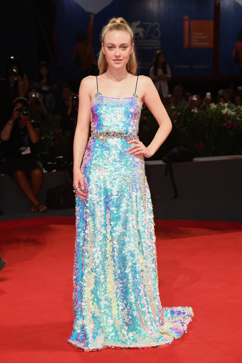 mostra-venise-festival-2016-cinema-vogue-look-red-carpet-jewels-bijoux-dress-dakota-fanning-miu-miu-best-dressed-my-top-20