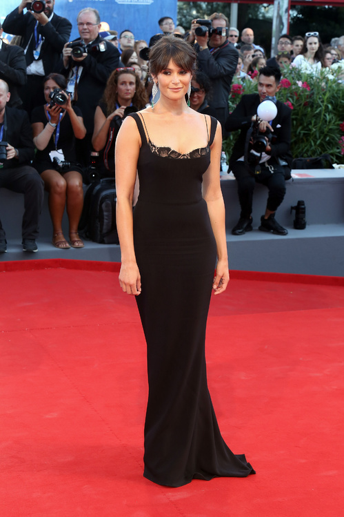 mostra-venise-festival-2016-cinema-vogue-look-red-carpet-jewels-bijoux-dress-gemma-arterton-stella-mccartney-chopard-best-dressed-my-top-20