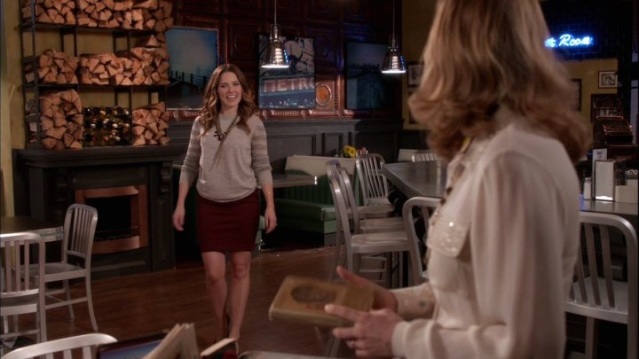 Movie-Style-Stylish-one-tree-hill-les-frères-scott-brooke-davis-sophia-bush-fanpop-pencil-skirt-sweater