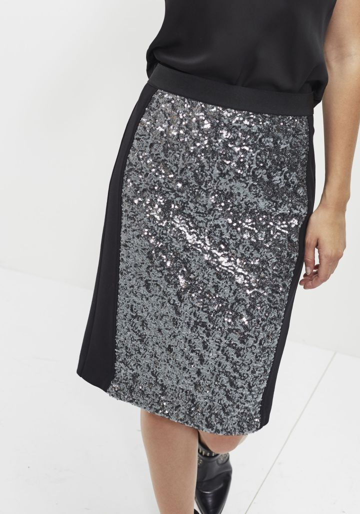 ikks-jupe-crayon-femme-belgian-fashionista-french-brand-silver-techno-times-trend-autumn-winter-automne-hiver-2016-2017-aw1617-tendance-tendances-trends-pencil-skirt-sequin