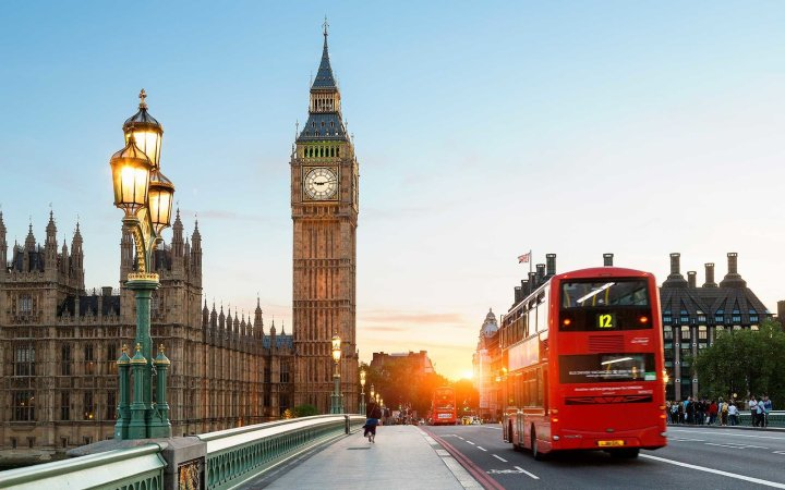 London-Big-Ben-Westminster-Bridge-London-Fashion-Week-LFW-Milan-Paris-PFW-LFW-big-trends-big-ben-bus