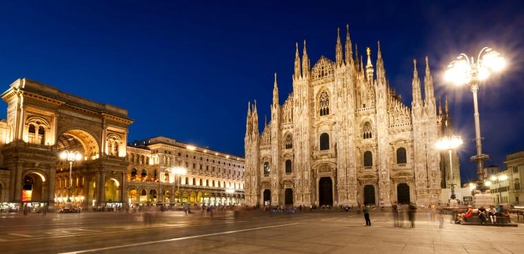 Milan-Cathedral-night-panorama-Vittorio-Emmanuele-II-gallery-London-Fashion-Week-LFW-Milan-Paris-PFW-LFW-big-trends-cathedral
