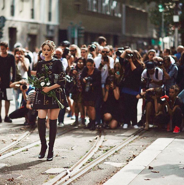 london-fashion-week-lfw-milan-paris-pfw-lfw-big-trends-instagram-bloggers-kristina-bazan-dolce-gabbana