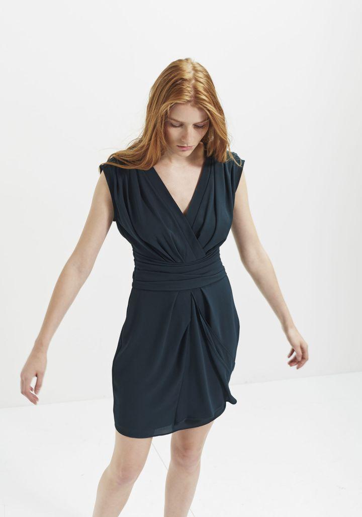 series-trends-autumn-winter-aw16-green-belgian-brand-essentiel-antwerp-coat-french-ikks-robe-crepe-drapee-draped