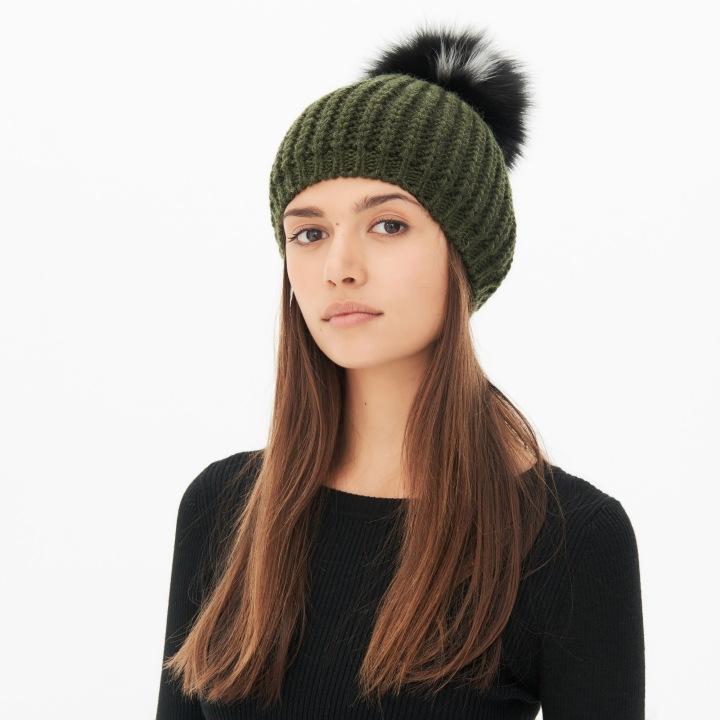 series-trends-autumn-winter-aw16-green-belgian-brand-french-sandro-paris-beanie-bonnet-pompon