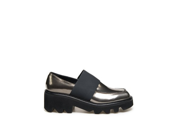 vicmatie-vic-matie-italian-accessory-laminated-moccasin-moccasins-belgian-fashionista-french-brand-silver-techno-times-trend-autumn-winter-automne-hiver-2016-2017-aw1617-tendance-tendances-trends