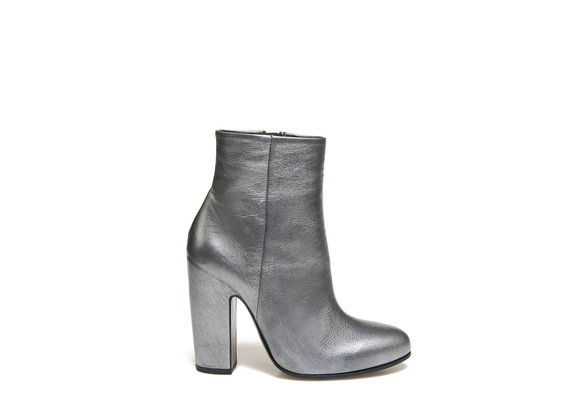 vicmatie-vic-matie-italian-accessory-silver-ankle-boots-bottines-belgian-fashionista-french-brand-silver-techno-times-trend-autumn-winter-automne-hiver-2016-2017-aw1617-tendance-tendances-trends