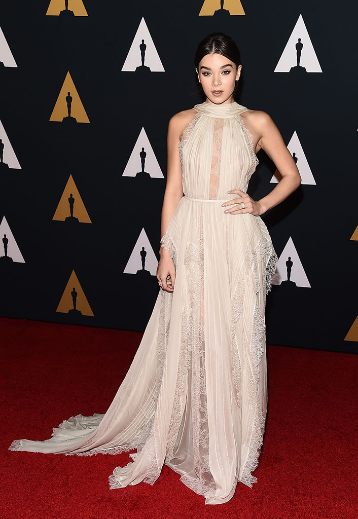 governors-awards-2016-red-carpet-arrivals-top-10-best-dressed-hailee-stenfeld