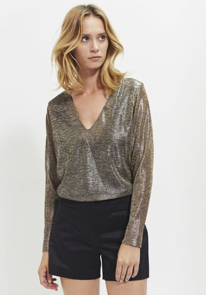 festive-season-outfit-black-combishort-jumpsuit-romper-gold-sequined-paillettes-t-shirt-gold-holidays-christmas-new-year-eve-belgian-brand-french-ikks