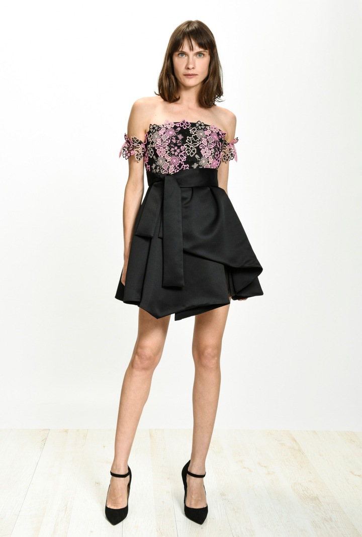 festive-season-outfit-black-elegant-short-mini-duchesse-pink-80s-inspired-sequined-paillettes-dress-holidays-christmas-new-year-eve-belgian-brand-italian-pinko