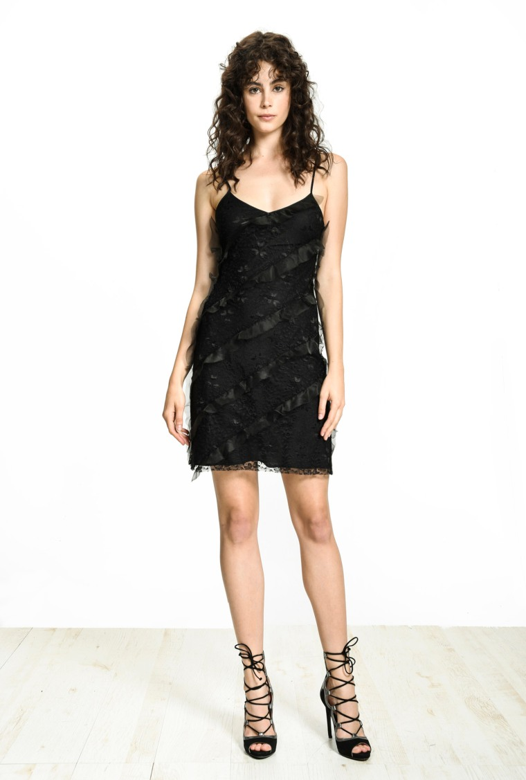 festive-season-outfit-black-lace-dentelle-mini-sequined-paillettes-dress-holidays-christmas-new-year-eve-belgian-brand-italian-pinko