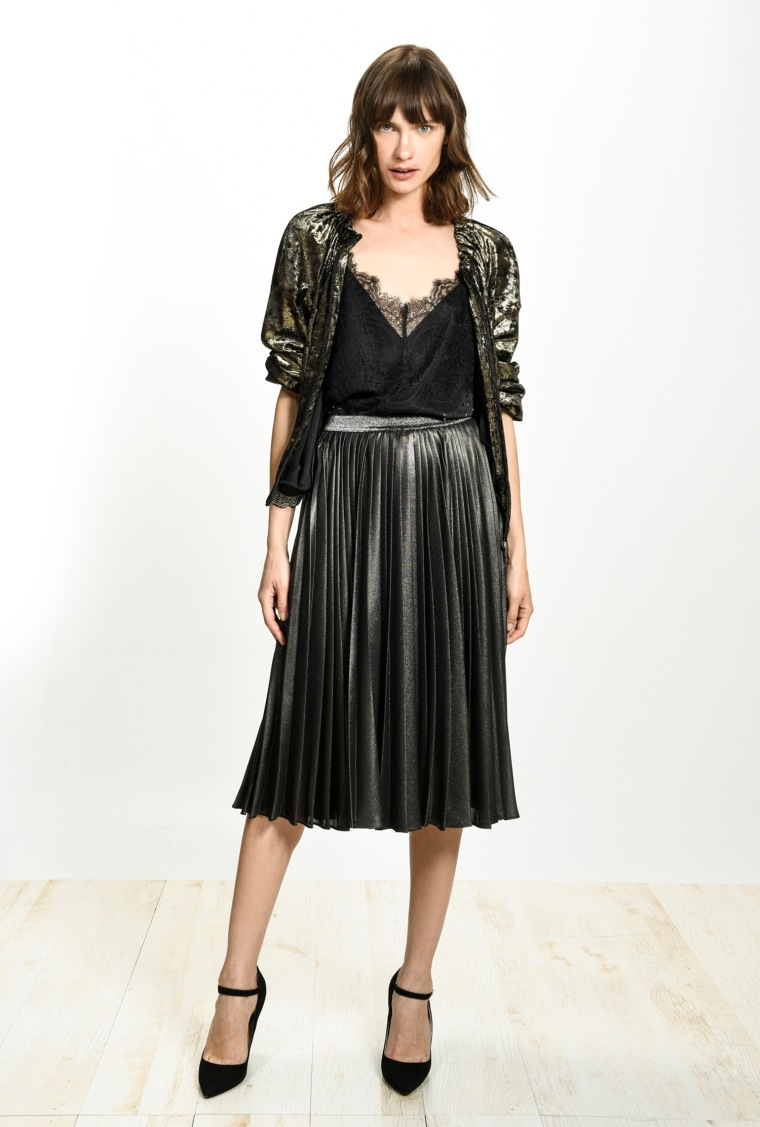 festive-season-outfit-black-leather-pleated-plissee-skirt-sequined-paillettes-dress-holidays-christmas-new-year-eve-belgian-brand-italian-pinko