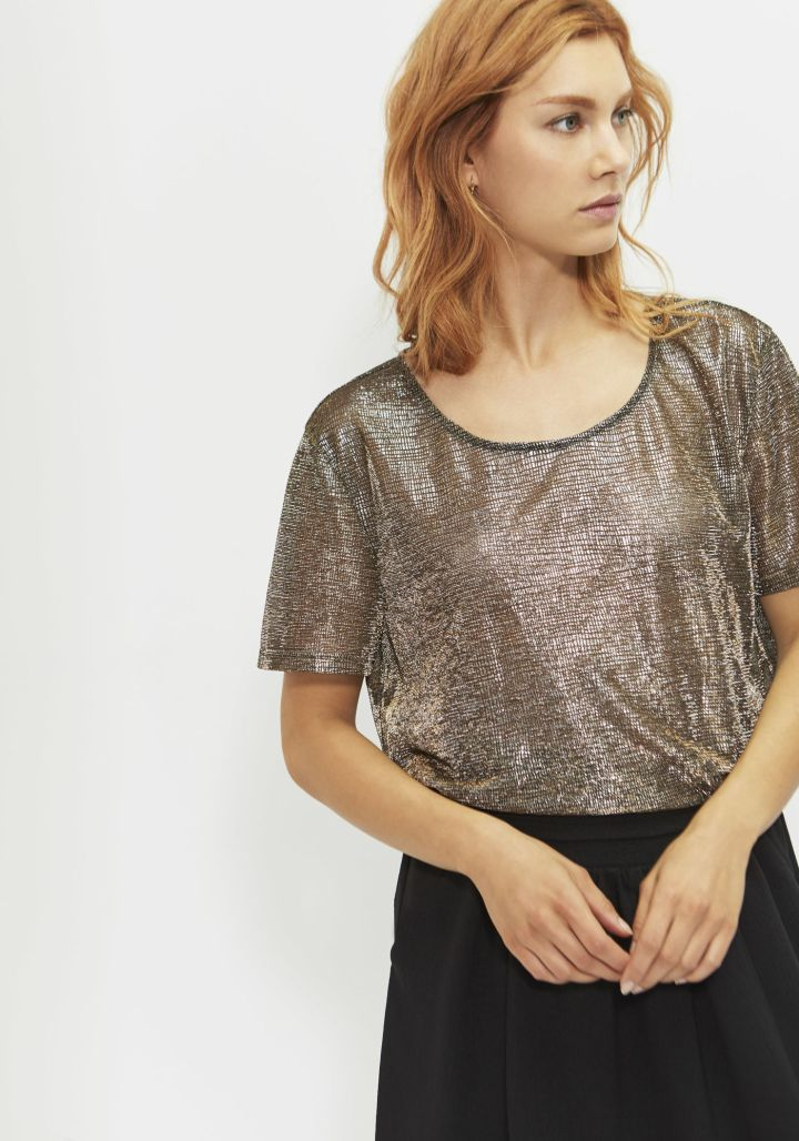 festive-season-outfit-black-sequined-paillettes-t-shirt-gold-holidays-christmas-new-year-eve-belgian-brand-french-ikks