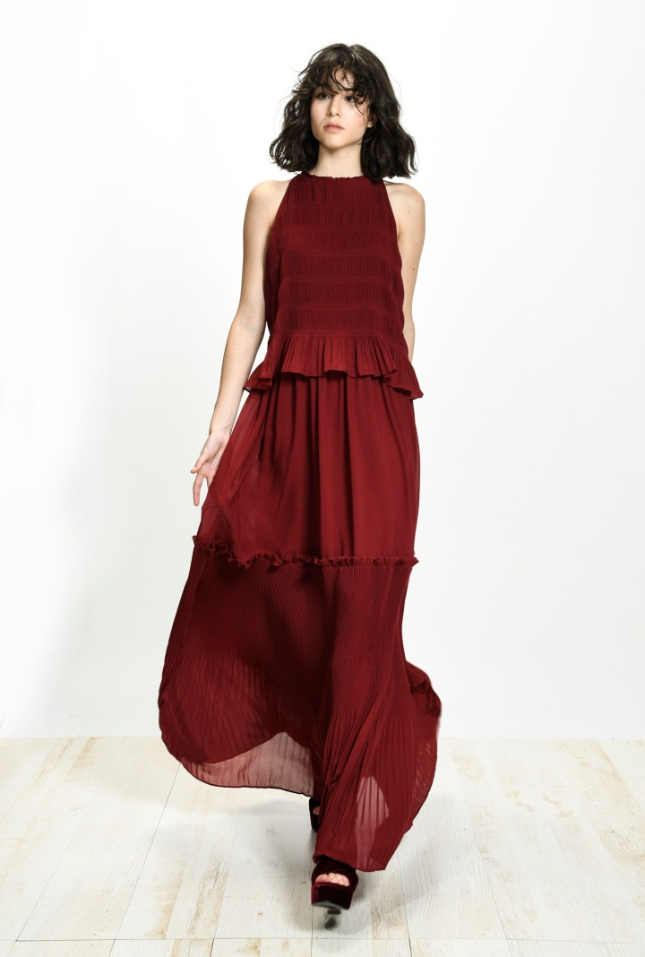 festive-season-outfit-red-maxi-pleated-plissee-dress-holidays-christmas-new-year-eve-belgian-brand-italian-pinko