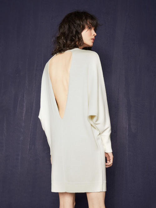 festive-season-outfit-white-radio-backless-dos-nu-beige-dress-holidays-christmas-new-year-eve-belgian-brand-maje