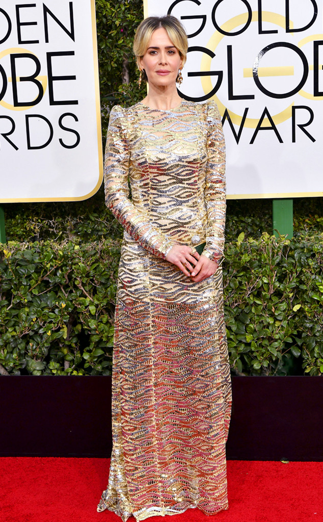 golden-globes-2017-best-looks-top-10-actresses-actrices-sarah-paulson-marc-jacobs-roger-vivier-neil-lane-best-meilleure-actrice-american-crime-story