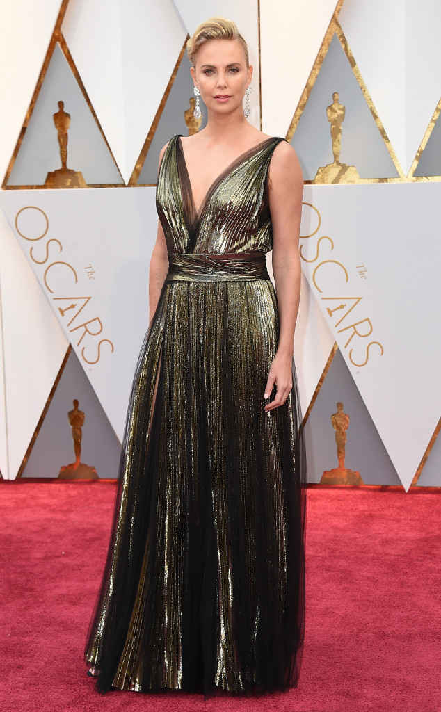 15-oscars-2017-red-carpet-arrivals-tapis-rouge-arrivée-academy-awards-best-dressed-top-10-fashion-charlize-theron-dior.jpg