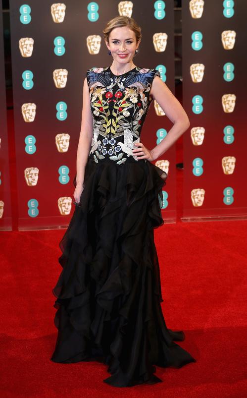 bafta-2017-uk-awards-cérémonie-season-movies-films-la-la-land-best-dressed-top-10-red-carpet-arrivals-arrivées-tapis-rouge-emily-blunt-alexander-mcqueen-bijoux-jewels-lorraine-schwartz.jpg