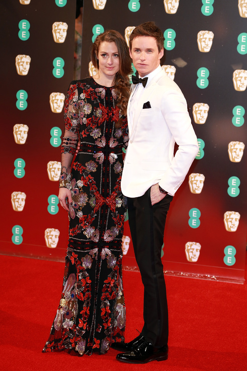 bafta-2017-uk-awards-cérémonie-season-movies-films-la-la-land-best-dressed-top-10-red-carpet-arrivals-arrivées-tapis-rouge-hannah-bagshawe-eddie-redmayne.jpg