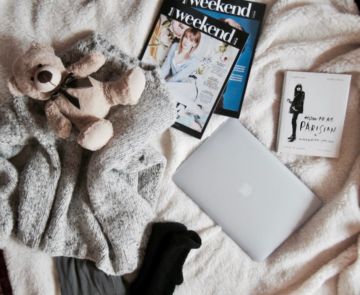 cocooning-cocoon-routine-pampering-rituals-indian-rose-pink-rose-pretty-little-liars-pll-tv-show-unwind-comfortable-comfy-outfit-relax-fashion-blog-blogger-belgian-fashionista-blogueuse-mode-belge-flatlay-teddy-bear.jpg