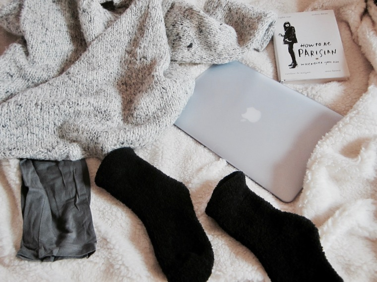 cocooning-cocoon-routine-pampering-rituals-indian-rose-pink-rose-pretty-little-liars-pll-tv-show-unwind-comfortable-comfy-outfit-relax-fashion-blog-blogger-belgian-fashionista-blogueuse-mode-belge-laptop-macbookair-flatlay.jpg