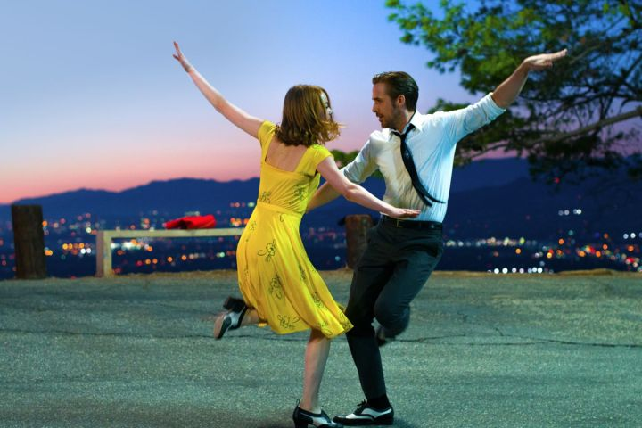 How To Dress Like Emma Stone in La LaLand?