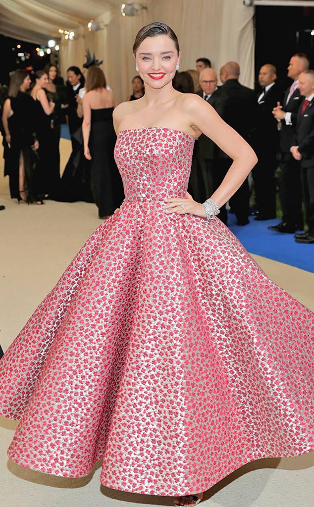 met-gala-2017-every-red-carpet-look-you-need-to-see-fashion-celebrities-celebrity-eonline-online-extravagance-high-arrivals-met-gala-2017-arrivals-miranda-kerr-oscar-de-la-renta-christian-louboutin-cartier-jewellery-jimmy-choo-clutch-top-20-best-dress.jpg