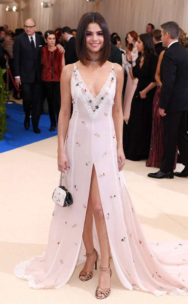 met-gala-2017-every-red-carpet-look-you-need-to-see-fashion-celebrities-celebrity-eonline-online-extravagance-high-arrivals-met-gala-2017-arrivals-selena-gomez-coach-tiffany-archival-diamonds-blue-book-collection-1982-rings-top-20-best-dressed.jpg